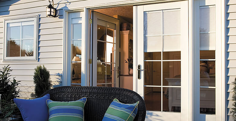 The advantages of sliding doors with built in blinds