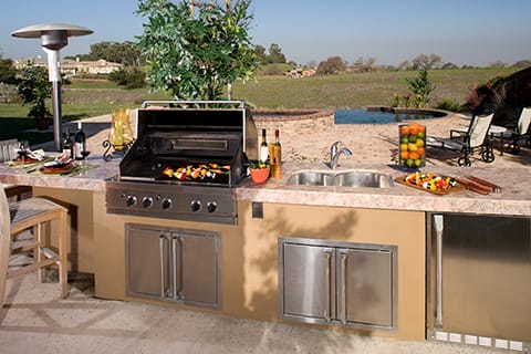 Built in outdoor kitchen