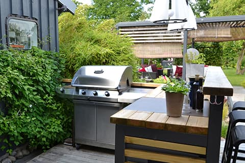 Outdoor kitchens - bar area