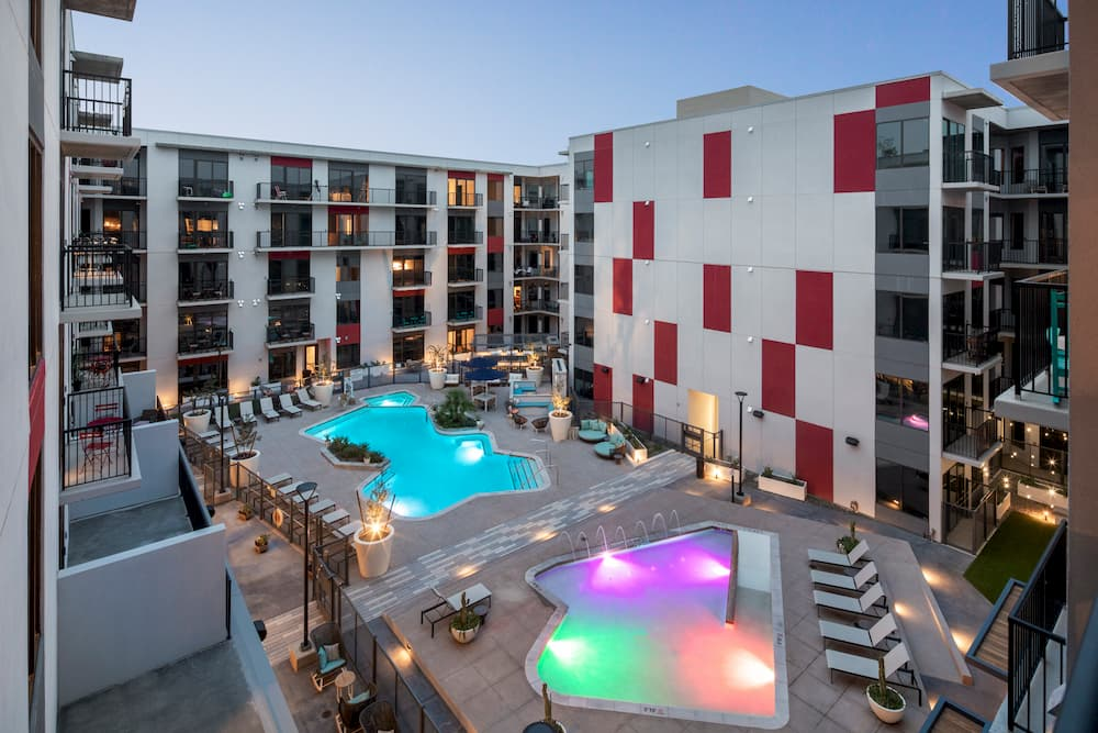 tempe-apartment-complex-balcony-view