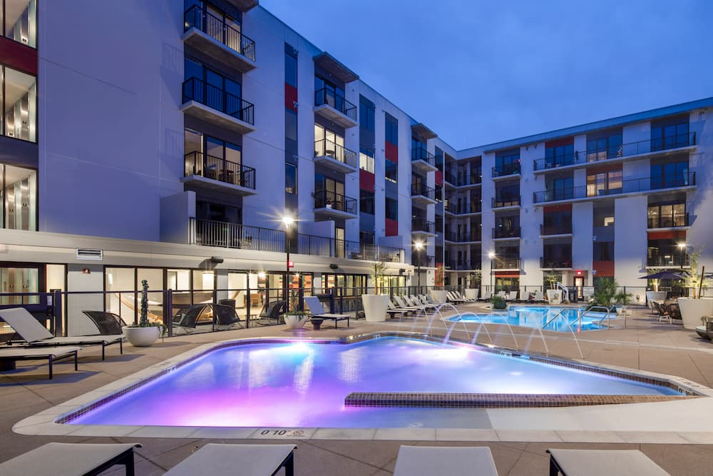 tempe-apartment-complex-swimming-pool