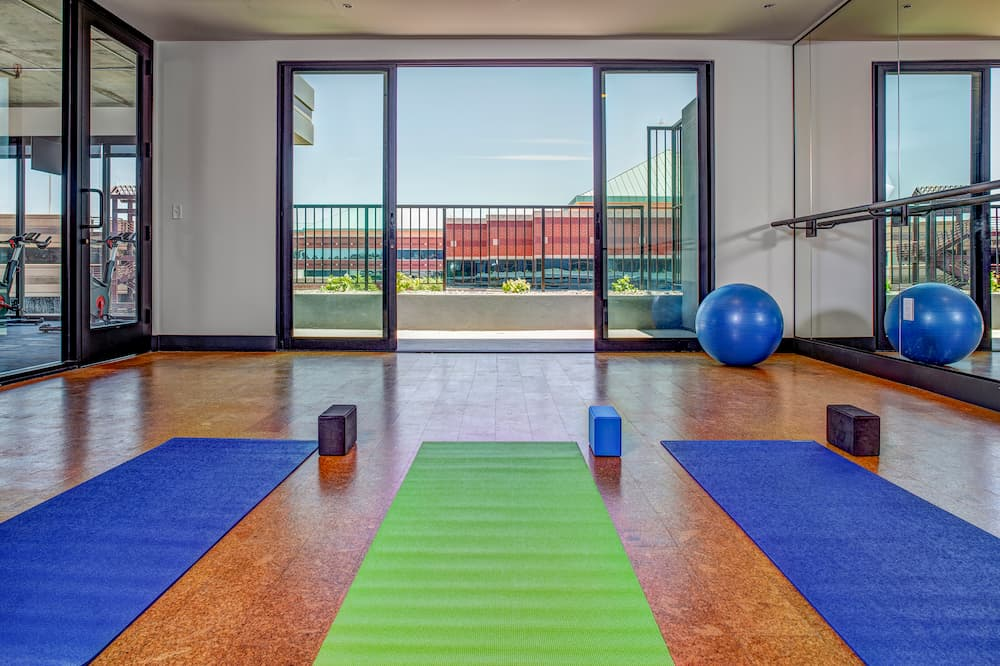 tempe-apartment-exercise-room-architect-windows