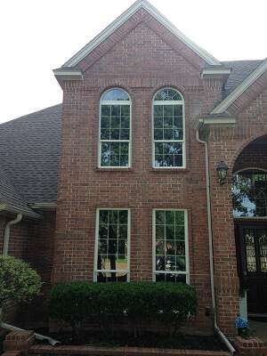 front image of dallas home with new vinyl single hung windows