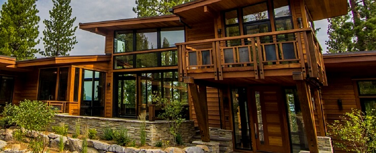 Walls of Glass Bring The Outdoors In
