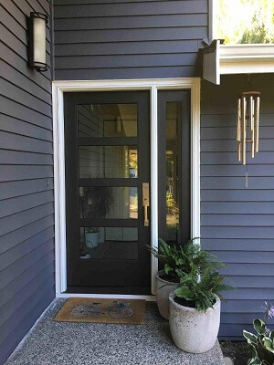 Fiberglass Entry Door Modernizes Lake Forest Home