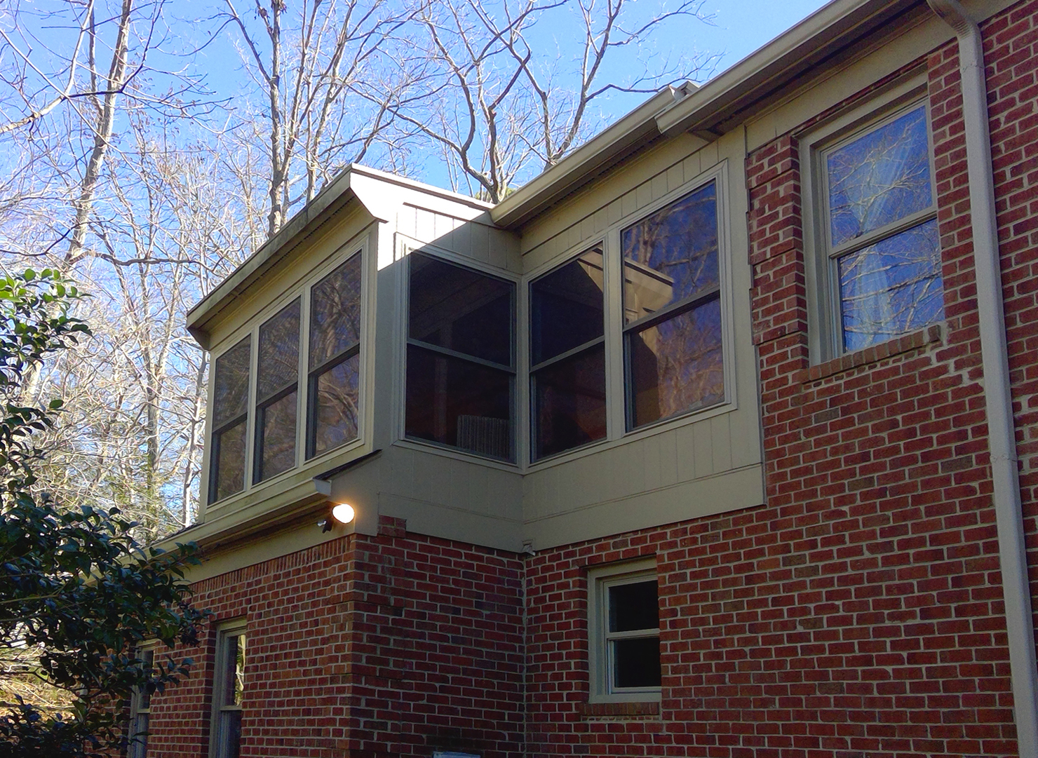 Window Replacement Means More Visible Glass and Improved Ventilation for Williamsburg Homeowners