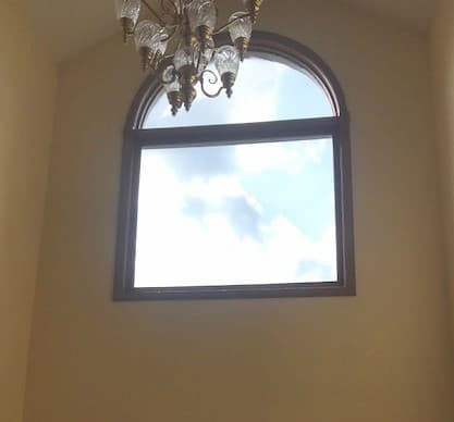 Fixed window with arched transom before